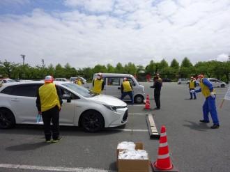 八戸・自動車整備団体が自動車街頭点検 点検・整備の大切さアピール