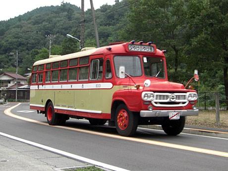 ボンネットバス「夕やけ小やけ」...