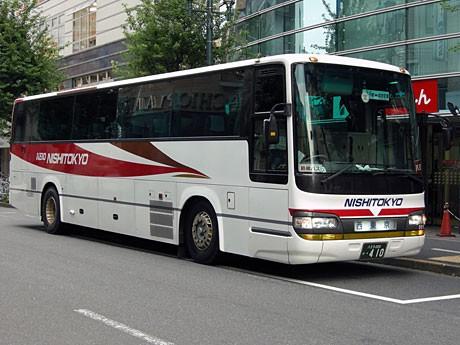 京王八王子駅前に止まる西東京バスの高速バス