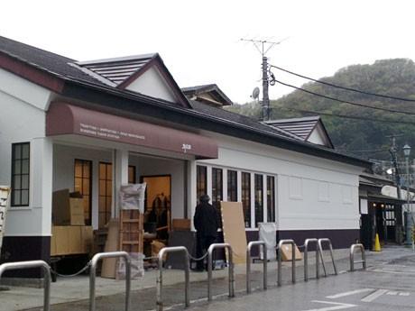 開店に向けて準備が進む「群言堂 高尾駅」店