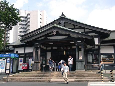 8月に開業110周年を迎えるJR高尾駅