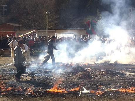 昨年行われた「火渡り祭り」の様子