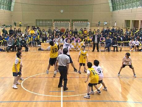 法政大学多摩キャンパスで行われた「八王子ミニバスケットボール大会」の様子