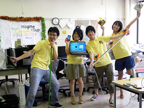 「Coccolo」のタンさん(最左)、田畑さん(中央左)、赤松さん(中央右)、大川さん(最右)