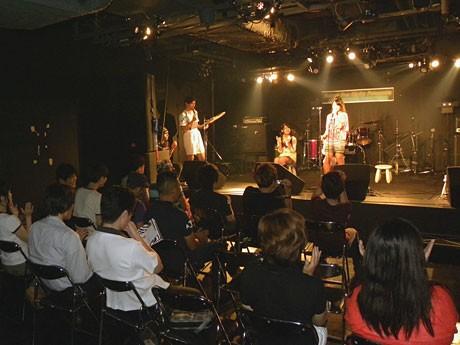ライブハウスで行われた公開オーディションの様子