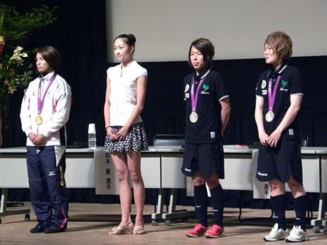 ステージに登場した松本薫、畠山愛理、岩清水梓、阪口夢穂の4選手