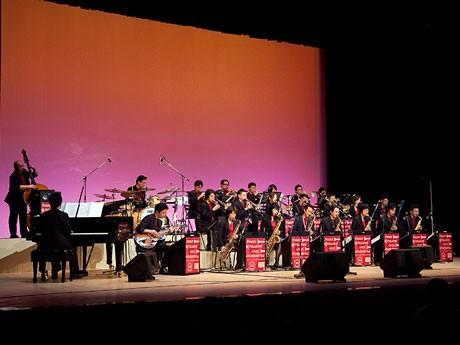 無料コンサートを行う「Funny Fellows Jazz Orchestra」