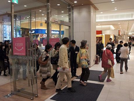 「セレオ八王子 北館」の開店には多くの買い物客が詰め掛け、予定より早くオープンした