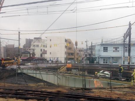撤去作業は運転中の電車内から眺めることができた