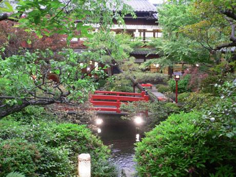 日本庭園の中で食事を楽しめる「うかい」の店舗