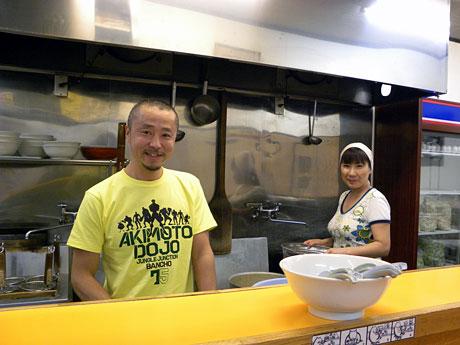 「ラーメンエース」の内田さん夫妻