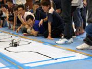 八王子の専門学校でロボットレース 「レゴ マインドストーム」100台使う