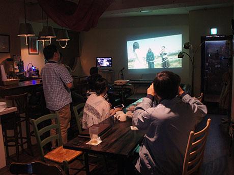5月15日には、ミュージックビデオの公開を前に「マニeカフェ」(中町)で試写会を開催