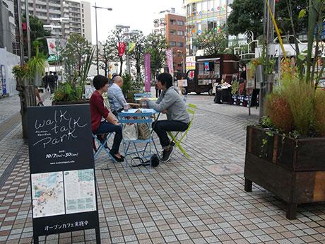 横山町公園前に設置されたオープンカフェ