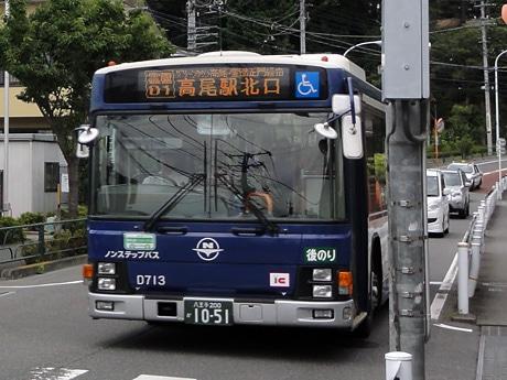 期日限定で深夜に運行する西東京バス