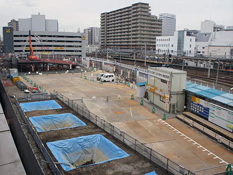 大規模な再開発工事が進む八王子駅南口側
