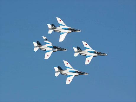 9月に八王子で展示飛行を行う「ブルーインパルス」(写真提供:大金歩美さん)