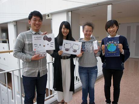 コラボグッズの開発に取り組んだ並木さん(最左)、山原さん(中央左)、細谷さん(中央右)、飯田さん(最右)
