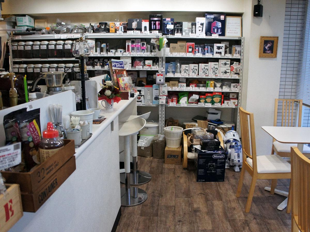 「CLAMPWOODS COFFEE FACTORY」の店内