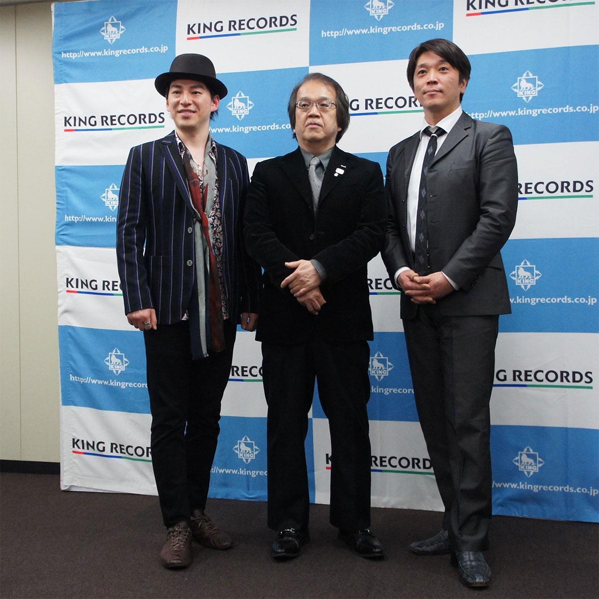 「スターレディオレコーズ」に参加する冨永裕輔さん(左)、東野純直さん(右)と中野社長