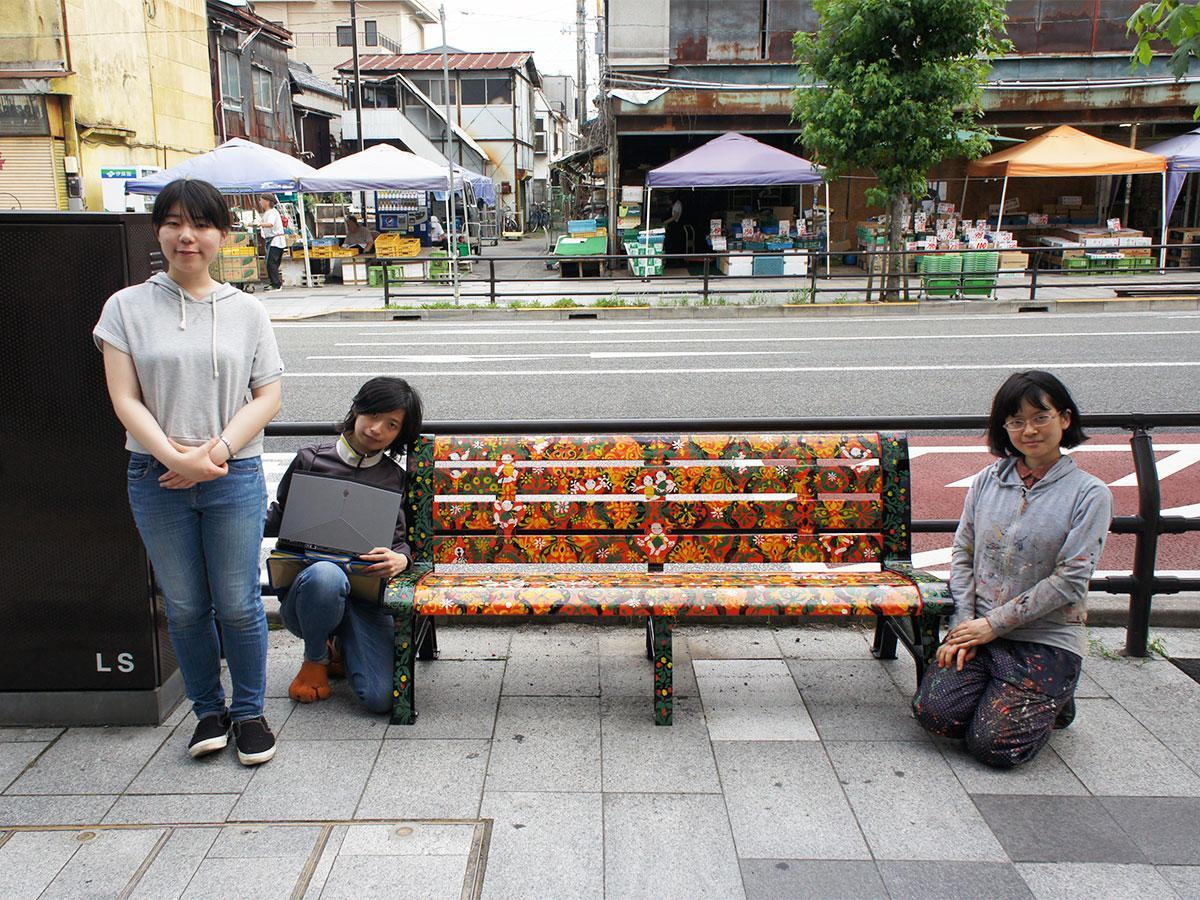 プロジェクトを手掛ける阿智さん(最左)、岐阜東寺さんと春田さん(最右)