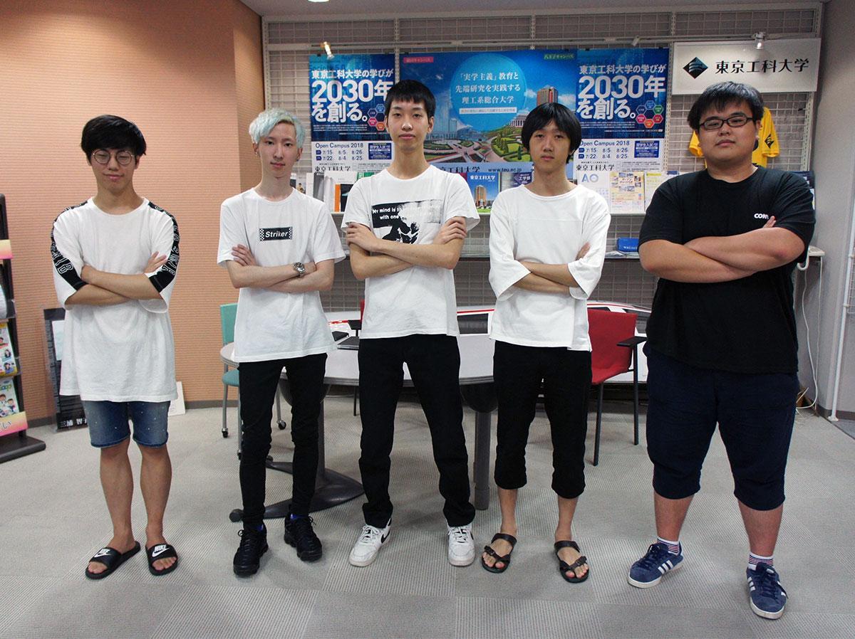 中国で行われる国際大会に参戦する「A2Z」のメンバー