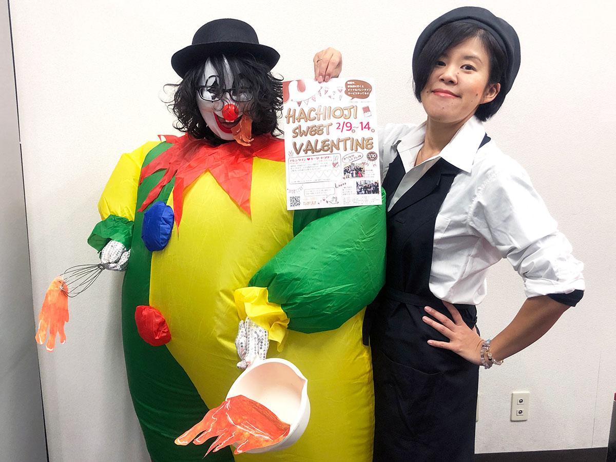 イベントを手掛ける塩越さん(右)と地元で活動するダンサー「mashu(マシュー)」さん