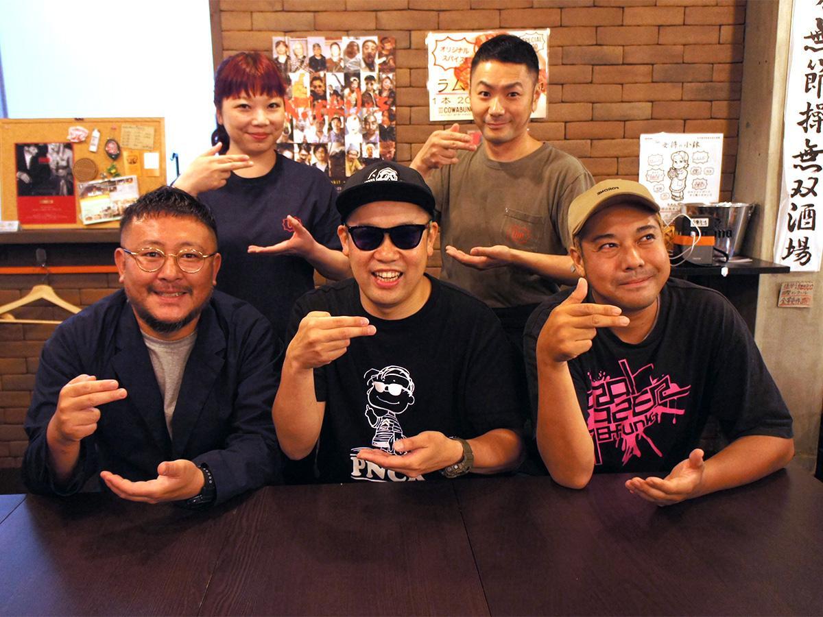 「無敵の802ラーメンMCZ」のMC吾衛門さん(前列中央)、MCとん八さん(前列左)ら