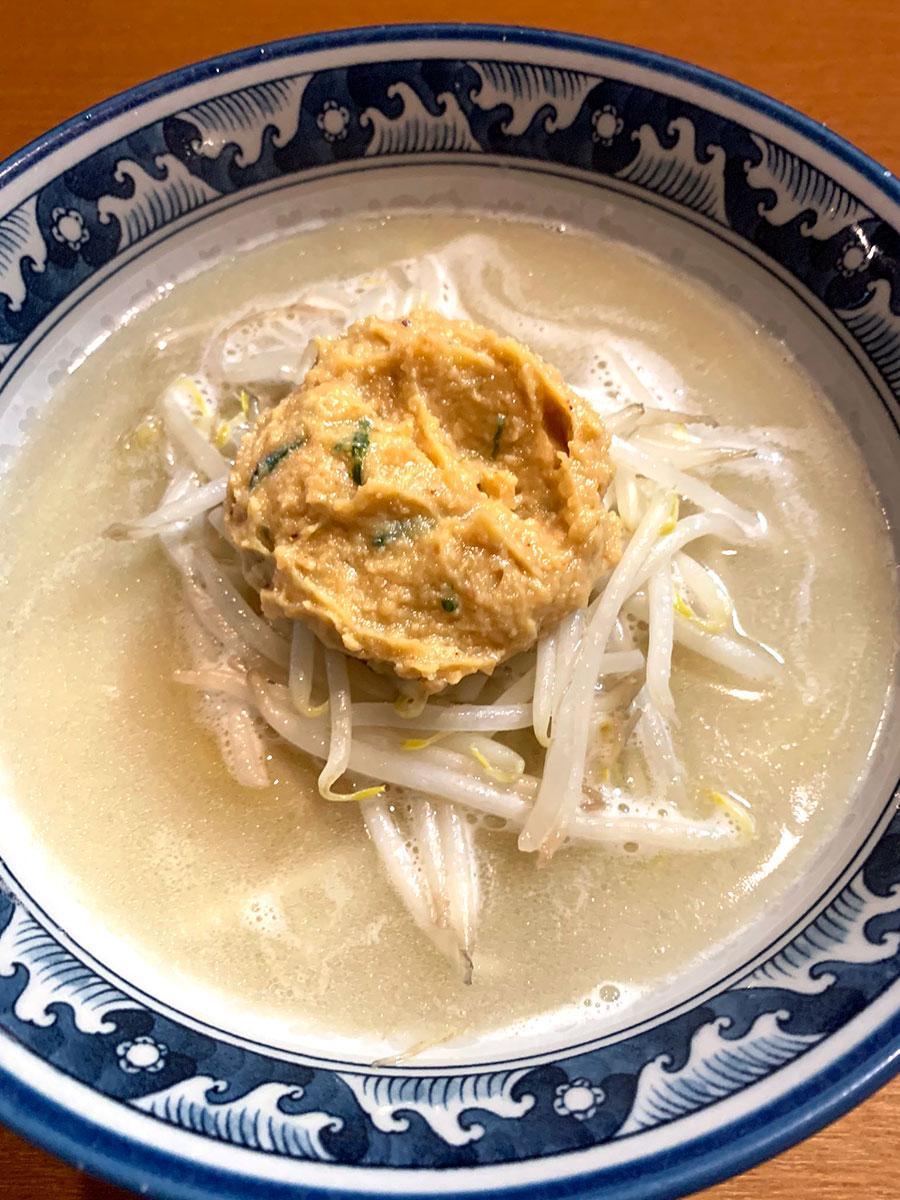 期間限定で提供している「桜島リスペクト味噌らーめん」(写真提供=麺や樽座)