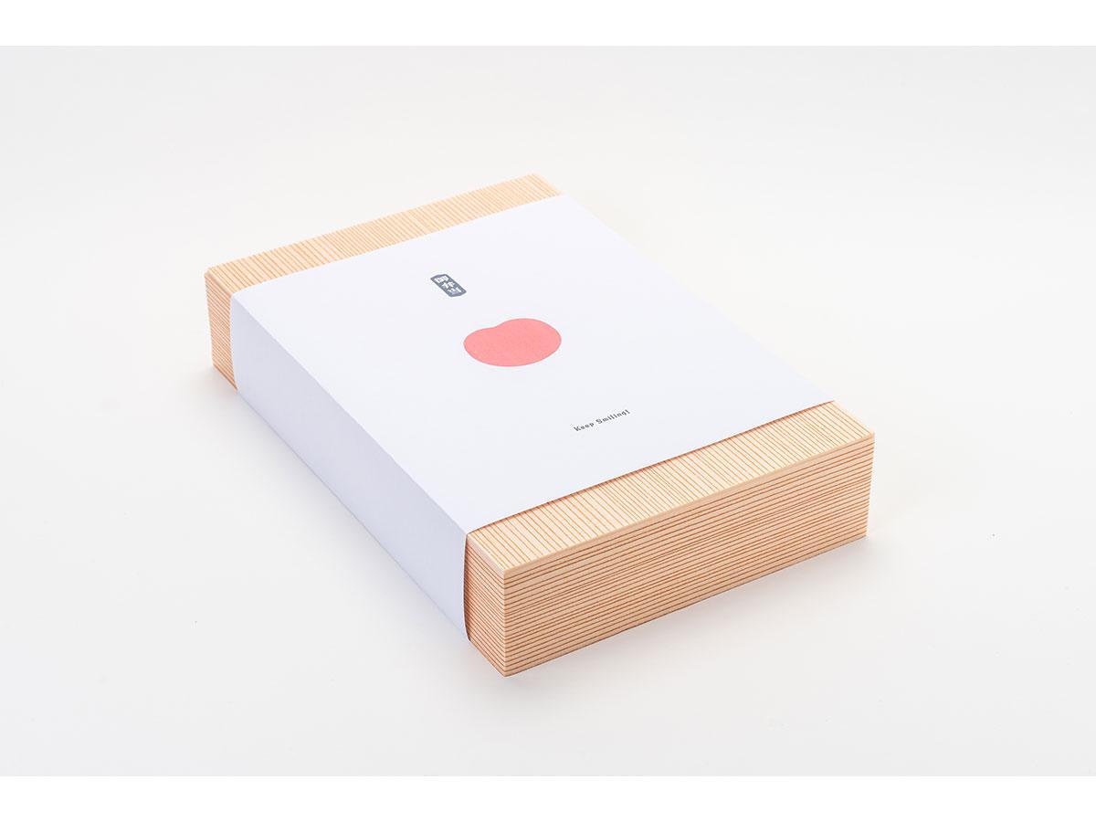 デザイナーの和田直也さんが手掛けたものなど7パターンのデザインを提供