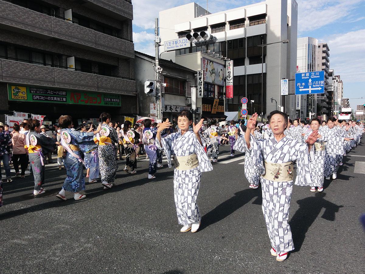 民踊流しなどさまざまな催しが行われる「八王子まつり」
