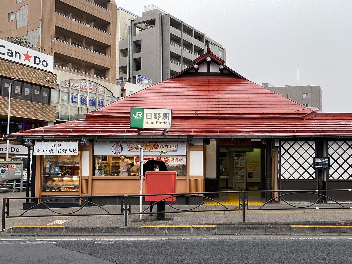 スタンプが掲示される日野駅