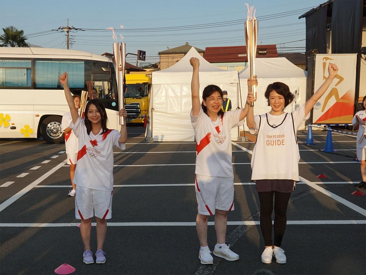 区間7人目の松尾牧子さんから8人目の乾ゆか里さんへ。