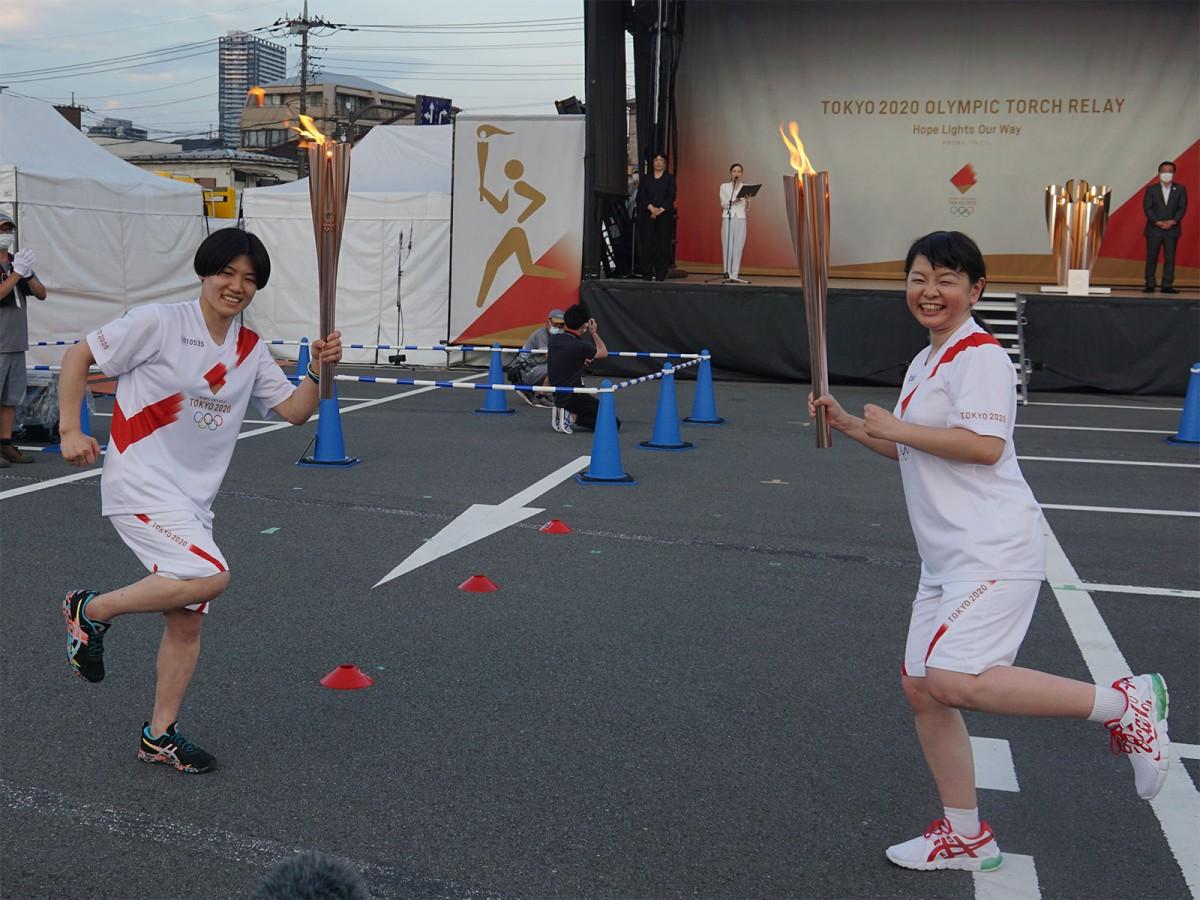 区間33人目の福田菜津美さんから最終ランナーで北京五輪・リオデジャネイロ五輪の柔道銅メダリストの中村美里さんへ。