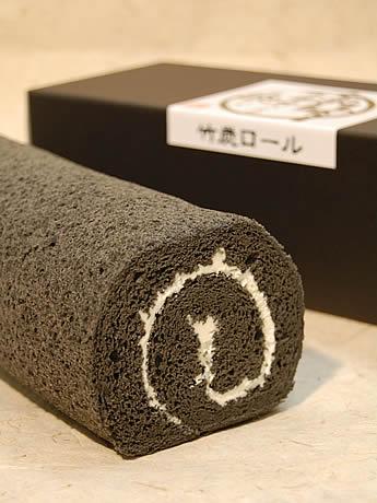 受験生応援ロールケーキ「太宰府さんのお炭つき『竹炭ロール』」が登場