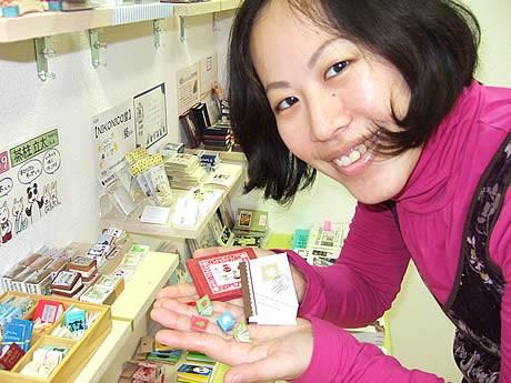 福岡交通センターに期間限定の「豆本」ショップがオープン