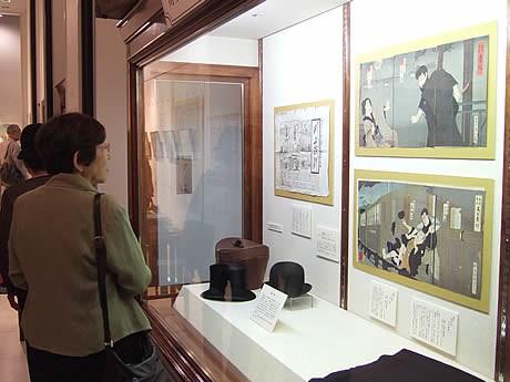 川上音二郎の演劇界の功績を紹介する解説パネルのほか、錦絵や芝居番付など約20点を展示