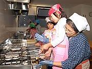 太宰府名物「梅ヶ枝餅」焼きを体験-博多のホテルが限定プラン