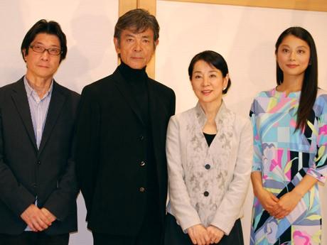 (左から)阪本順治監督、柴田恭兵さん、吉永小百合さん、小池栄子さん