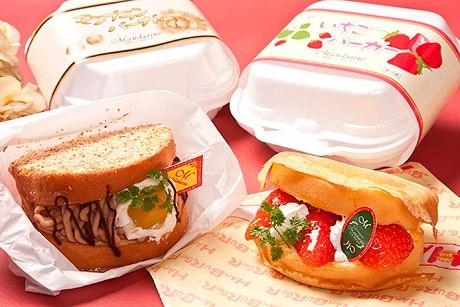 大分の洋菓子店「マンダリーヌ」の苺バーガー(右)とモンブランバーガー