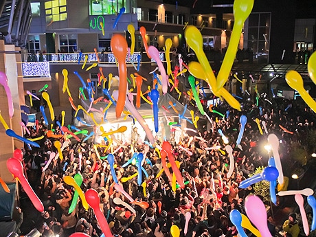 ベイサイドプレイス博多でカウントダウンイベントが開催(写真は昨年の様子)