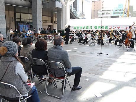 博多駅で東日本大震災復興応援コンサートが行われた