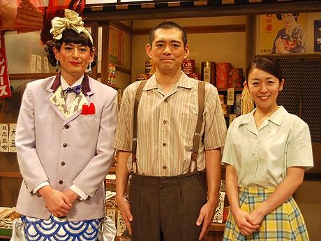 (左から)博多大吉さん、博多華丸さん、酒井美紀さん