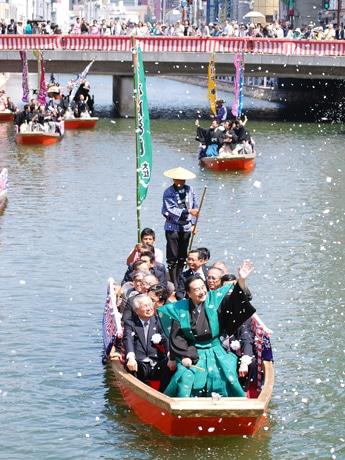 6月博多座大歌舞伎に先駆けて5月29日、恒例行事「船乗り込み」が行われた