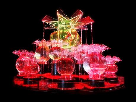 博多で「『アートアクアリウム展~博多・金魚の祭~』&ナイトアクアリウム」が開催(写真は幅約3メートルの作品「大奥」)