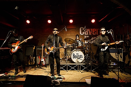 福岡を拠点に活動するビートルズのトリビュートバンド「THE CAVERN BEATS」