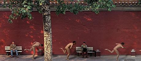 「演じる写真:チー・パン《太陽》2004(部分)」