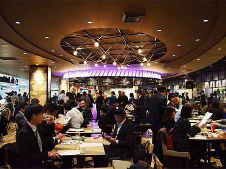 福岡空港国内線に大型フードホール「the foodtimes」がオープン