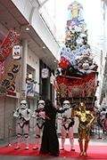 博多に「スター・ウォーズ山笠」お目見え C-3POとカイロ・レンも応援
