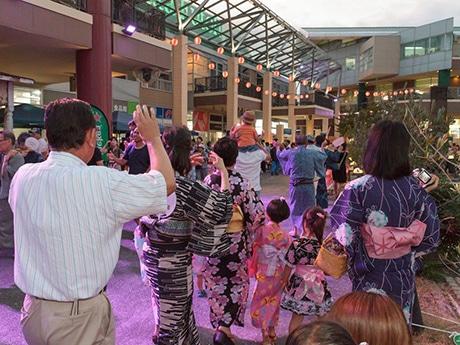 ベイサイドプレイス博多でイベント「盆踊り大会&花火ファンタジア」が開催